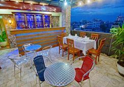 79 リビング ホテル - Mandalay - バー