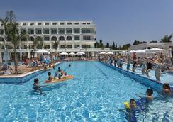 Karmir Resort & Spa - ケメル - プール