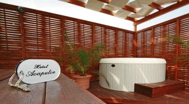 Hotel Acapulco - リミニ - 建物