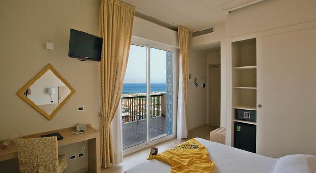 Hotel Ghirlandina - リミニ - 寝室