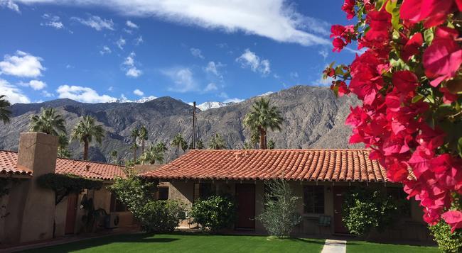 Warm Sands Villa- A Gay Men's Clothing Optional Resort - Palm Springs - 建物