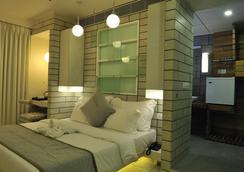 Hotel El Dorado - アーメダバード - 寝室