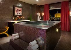 HRH Tower at Hard Rock Hotel & Casino - ラスベガス - 浴室