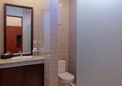 U チューブ ホテル&スパ バイ シャイレンドラ - South Kuta - 浴室