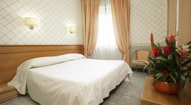 コルピング ホテル カーサ ドミティッラ - ローマ - 寝室