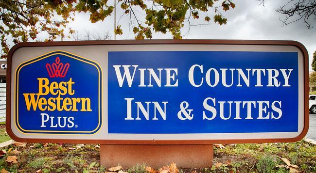 Best Western PLUS Wine Country Inn & Suites - サンタローザ - 建物