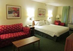 Baymont Inn & Suites Salina - Salina - 寝室