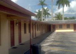 Palm City Motel - Fort Myers - 建物