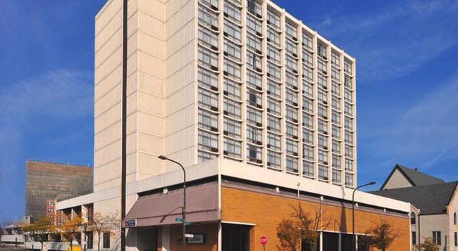 University Plaza Hotel - Evanston - 建物