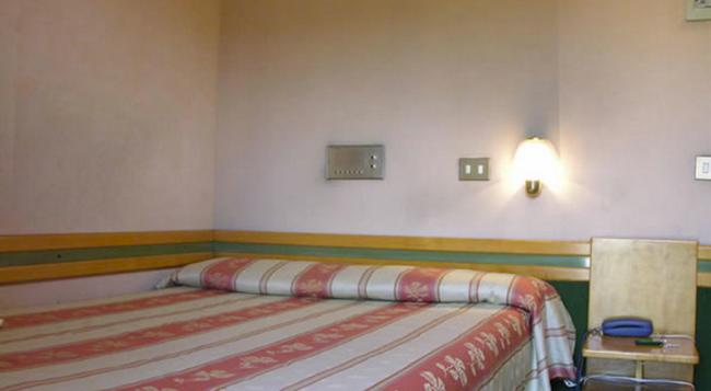ホテル パヴィア - ローマ - 寝室