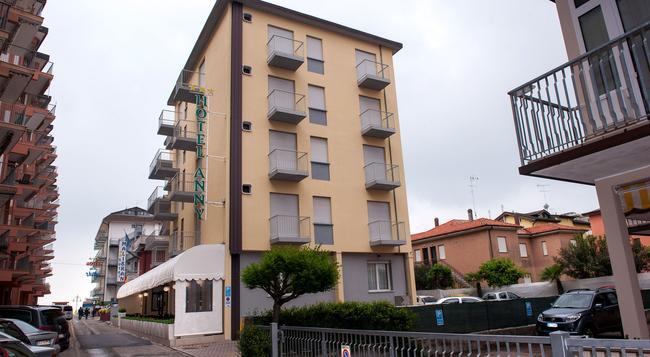 Hotel Anny - イェーゾロ - 建物