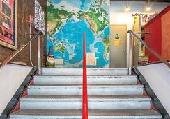 ジャズ オン ザ パーク ユース ホステル - ニューヨーク - 階段