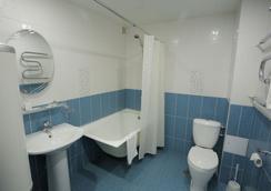 Hotel Polyot Krasnoyarsk - クラスノヤルスク - 浴室