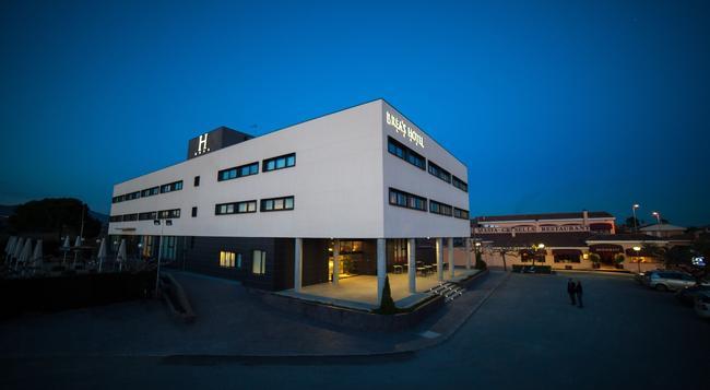 Brea's Hotel - レウス - 建物