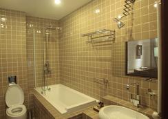 シタデル ナリカラ ホテル - トビリシ - 浴室