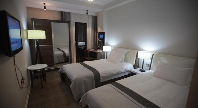 シタデル ナリカラ ホテル - トビリシ - 寝室
