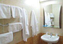 Cosmos Hotel - キシニョフ - 浴室
