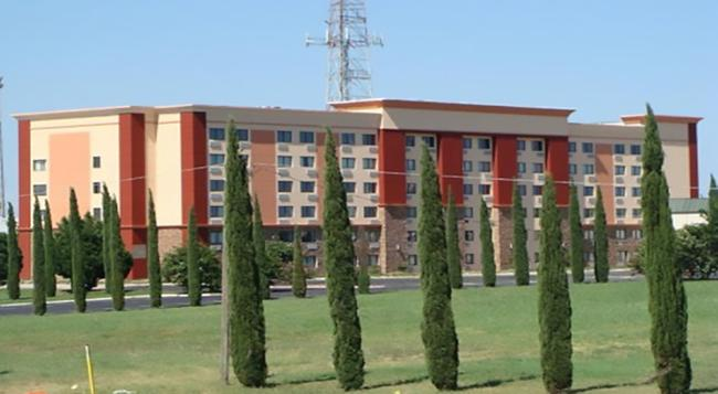 Blue Cypress Hotel - アーリントン - 建物