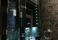アヴォ ホテル - ロンドン - 浴室