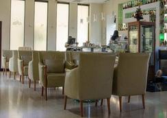 シティ ホテル - ポドゴリツァ - ラウンジ