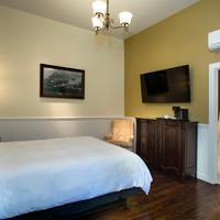 Brannan Cottage Inn Guestroom
