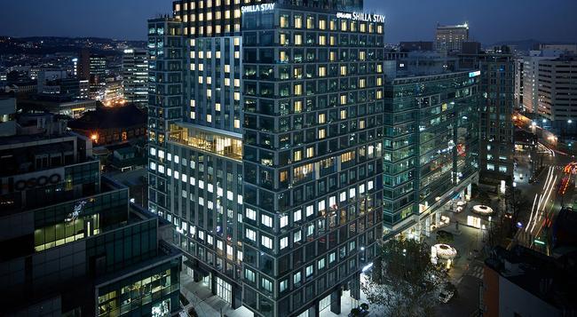 シラ ステイ クヮンファムン - ソウル - 建物