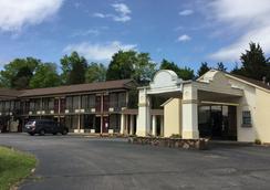 Sunset Inn Clarksville - Clarksville - 屋外の景色