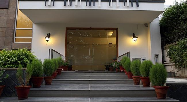Fabhotel Huda Sushant Lok - グルガウン - 建物