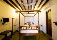 Fabhotel Esparan Pondicherry - Puducherry - 寝室
