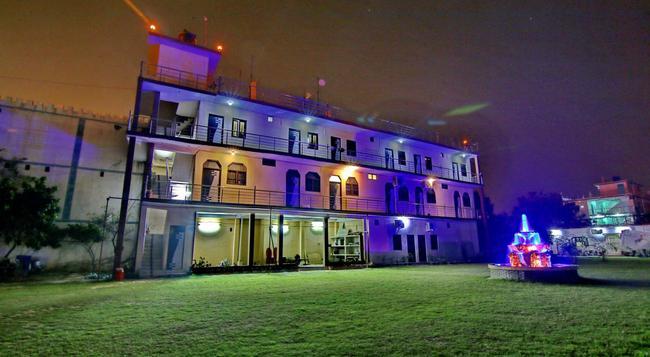 Hotel Mangalam Palace - ラクナウ - 建物