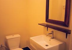 The Outside Inn - ウボンラチャタニ - 浴室