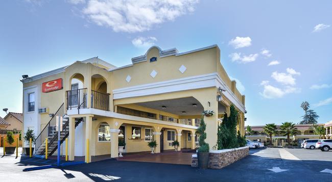 Econo Lodge Inn & Suites El Cajon San Diego East - El Cajon - 建物
