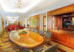 Golden Crown China Hotel - マカオ - バー