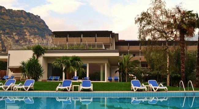 Hotel Villa Franca - トルボレ - 建物