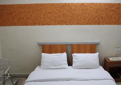 Falcons Nest Banjara Hills - ハイデラバード - 寝室