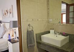 ベイサイド ゲストハウス - ポートエリザベス - 浴室