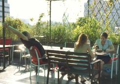 Green Kiwi Backpacker Hostel - シンガポール - テラス