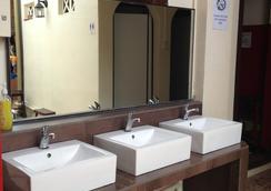 Sleepy Kiwi Backpacker Hostel - シンガポール - 浴室