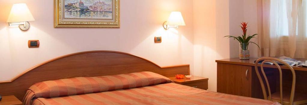Garden Hotel Ripa - ヴィエステ - 寝室