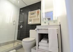 エッジ ホテル ワシントン ハイツ - ニューヨーク - 浴室