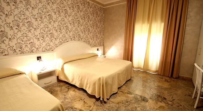 オラツィア ホテル - ローマ - 寝室