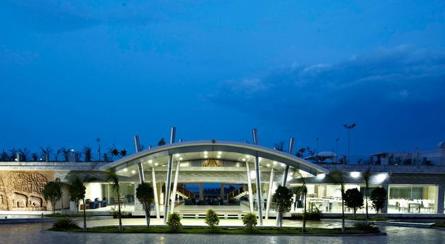グランデ ベイ リゾート アンド スパ ママラプラム - Mahabalipuram - 建物
