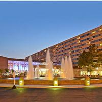 アダムズ マーク バッファロー ナイアガラ Hotel Front - Evening/Night