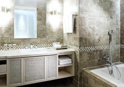 ロッテ ホテル グアム - タムニング - 浴室