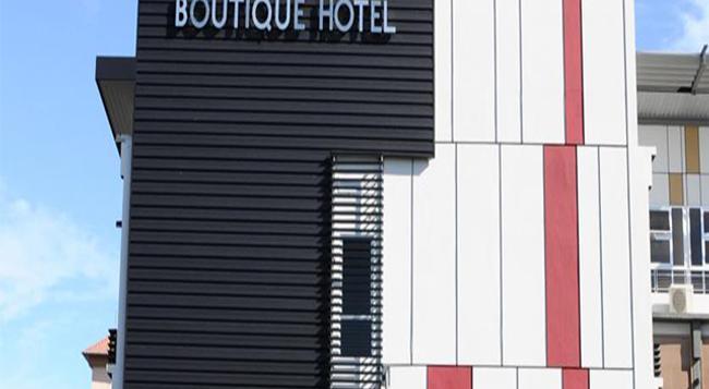 ロット 10 ブティック ホテル - クチン - 建物