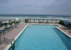 Daytona Shores Inn and Suites - デイトナ・ビーチ - プール