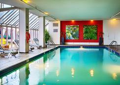 ピナクル ホテル バンクーバー ハーバーフロント - バンクーバー - プール