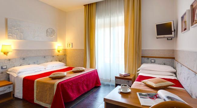 ホテル マルカントニオ - ローマ - 寝室