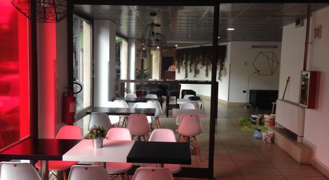 B&B ホテル フィレンツェ ヌオーヴォ パラッツォ ディ ジウスティツィア - フィレンツェ - ラウンジ