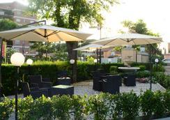 オテル ダリヴァル ノメンターナ - ローマ - 屋外の景色